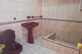 nuestra casa cuenta con sanitarios y baños con ababados de primera